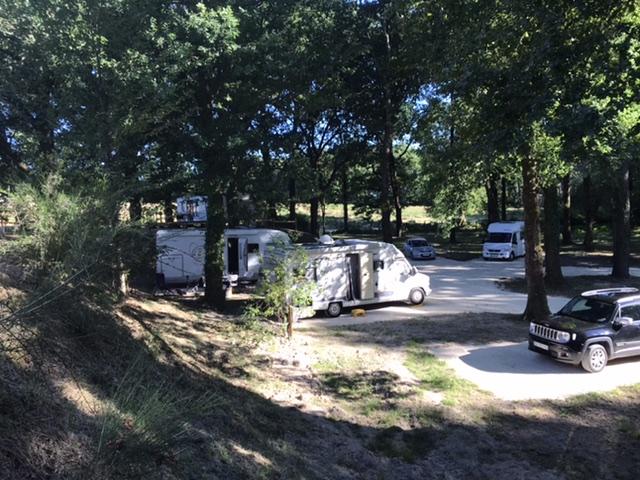 Aire camping-car à Bosset (24130) - Photo 5